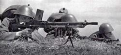 cs-vojaci-s-kulometem-vz-26