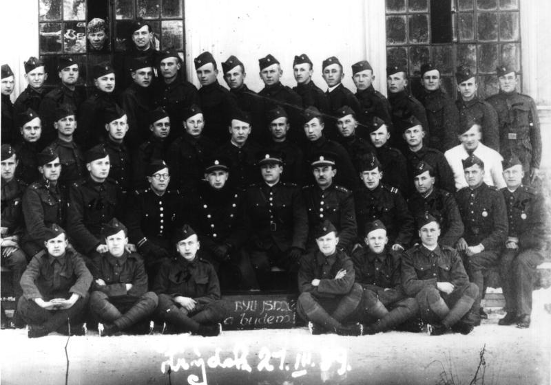 Výsledek obrázku pro foto prapor pěšího pluku 8 – Slezský frýdek místek.